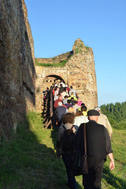 Visitors arriving to Fiľakovo Castle on Night of Museums